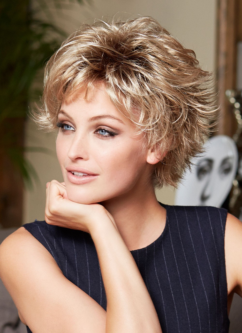 Short Feather Cut Ladies Straight Hair Wigs, Best Wigs ...