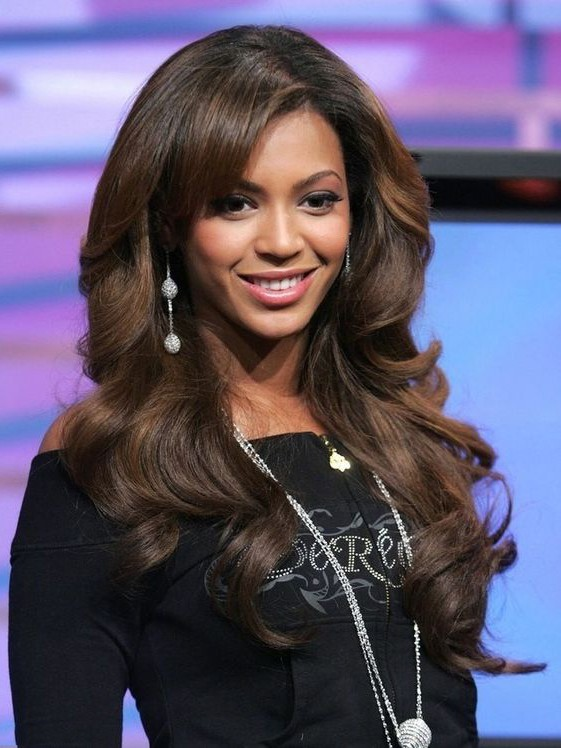 Comely Beyonce S Human Hair Rinka Wavy Wigs With Oblique Bangs