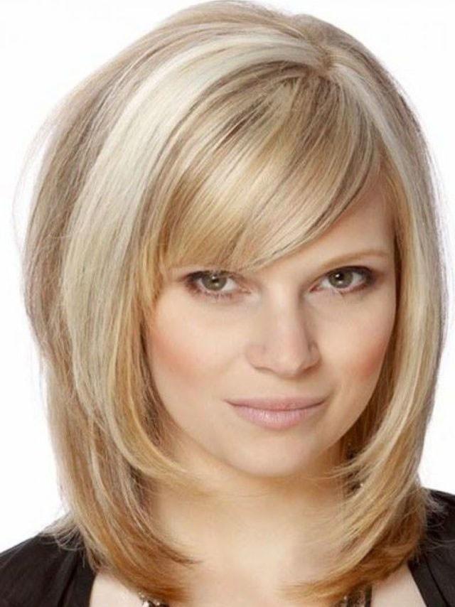 Ladies Shoulder Length Blonde Straight Hair Wig With Side Bangs