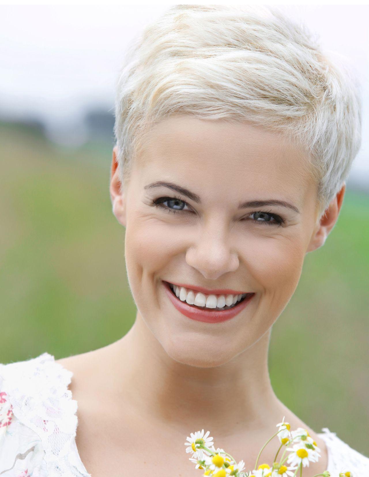 Short Pixie Cut Ladies White Wig - Rewigs.com